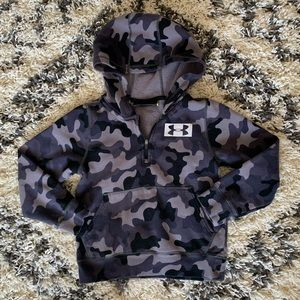 Under Armour pullover size YXS